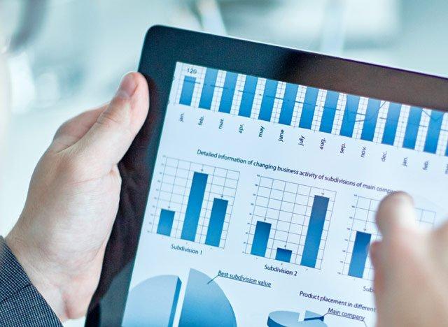 Bild von Tablet mit Statistiken Digitalisierung I 4.0