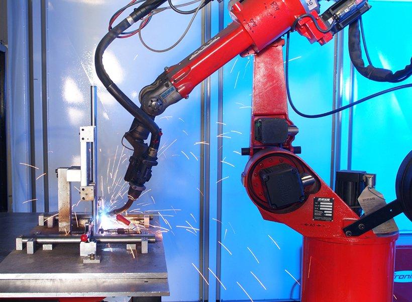 Bild eines Lasers in der Metallfertigung.