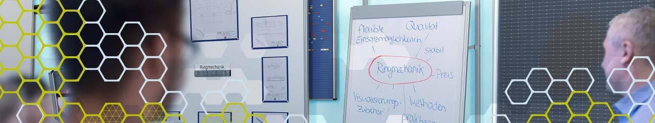 Bild eines Konferenzraums mit der Wandschiene VisuLine WEIGANG.